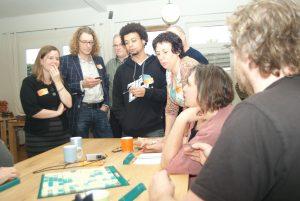Blufscrabble als teambuilding verbetert de stemming en de communicatie